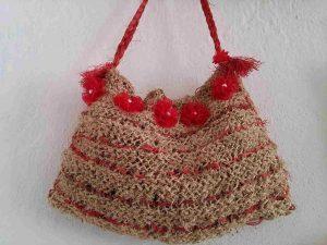 muz-lifinden-sanat-eserleri-Kırmızı çiçekli bayan çanta-82