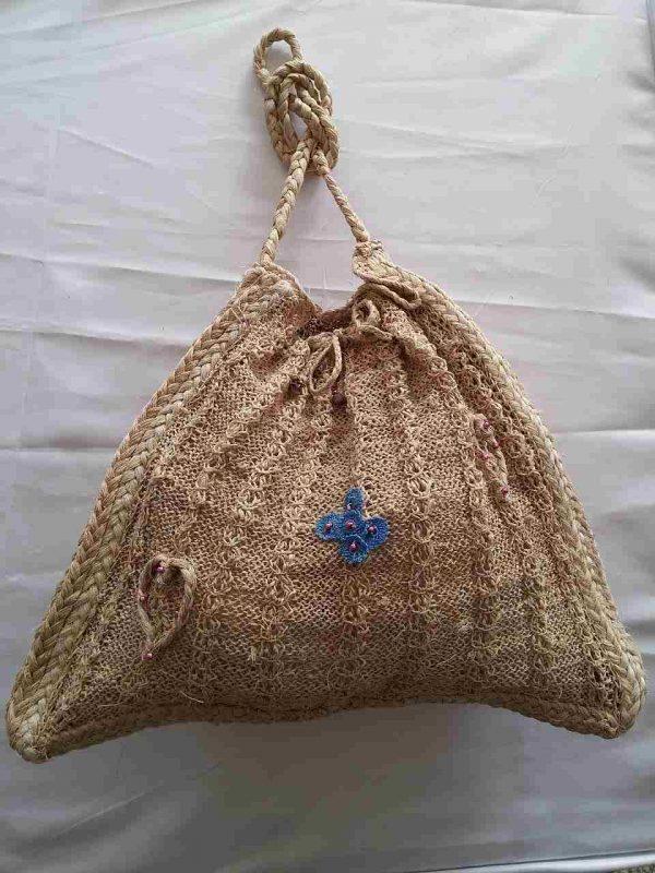 muz-lifinden-sanat-eserleri-Kalp figürlü bayan çanta-bohça temalı-137
