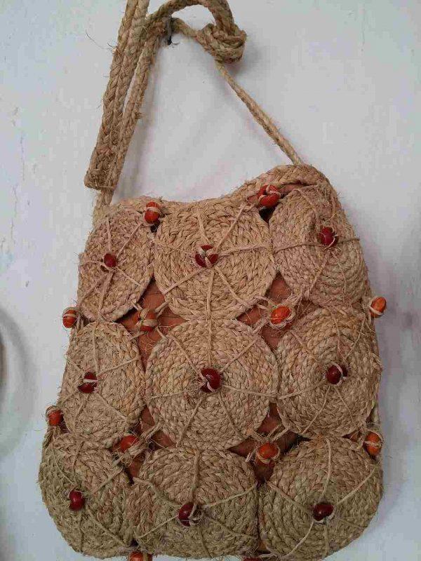 muz-lifinden-sanat-eserleri-bayan çanta-dairesel kırmızı çiçek temalı-142