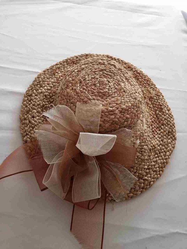 muz-lifinden-sanat-eserleri-beyaz fiyonklu bayan şapka-114